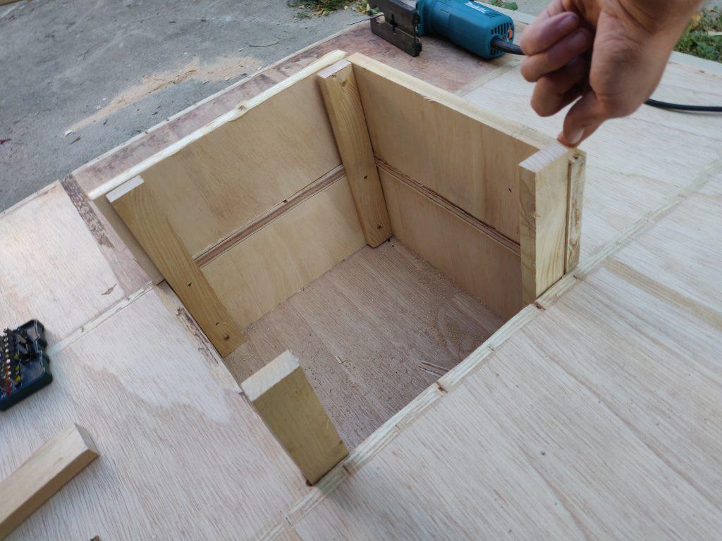 Holzkonstruktion Vogelhaus und Nisthilfe